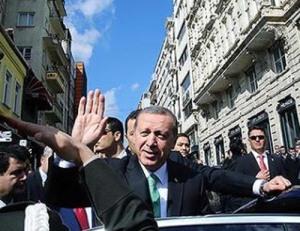 ErdoganWavesToSupporters